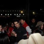 Luan Santana ganha calcinha vermelha durante o Jaguariúna Country Festival Depois do show, o cantor Luan Santana foi assistir ...