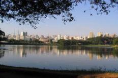 A temperatura máxima registrada na capital paulista no último domingo, dia 9, 33,1°C, foi a maior já anotada durante um inverno, desde o início das medições do Instituto Nacional de Meteorologia (Inmet), em 1943. Os termômetros da estação convencional do ...