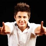 Nascido em Goiânia, Cristiano Araújo ganhou seu primeiro violão aos 6 anos de idade e aos 9, começou a fazer ...