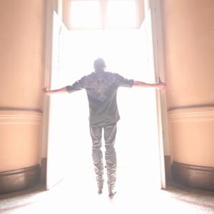 """Nascido em Conceição do Rio Verde (MG), o cantor e compositor Paulinho Reis, um dos destaques do sertanejo Romântico, está preparando o lançamento do primeiro clipe de sua carreira e a música escolhida foi o sucesso """"Deus"""". Com produção de ..."""
