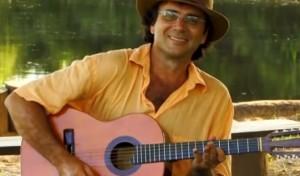 """Veja e reveja a incrível apresentação do violeiro Almir Sater tocando, para o documentário Violeiros do Brasil, a fantástica canção """"Quedelepe""""."""