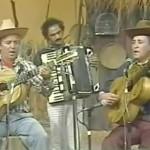 """Veja a dupla Pedro Bento e Zé da Estrada cantando o seu primeiro grande sucesso, """"Seresteiro da Lua"""". Sertanejo Raiz ..."""