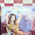 No último domingo, dia 03, a cantora Paula Fernandes ganhou um quadro pintado pela artista plástica Fernanda Rodante, que a entregou pessoalmente, antes de um show na cidade de Tremembé, interior de São Paulo. Ao ver a obra, Paula comentou: ...