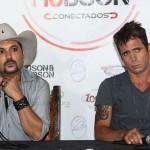 """Na tarde de ontem, dia 21, os irmãos Edson e Hudson receberam os profissionais da imprensa para falar sobre o novo trabalho da dupla, o CD """"De Edson para Hudson"""". A dupla comentou que está ensaiando mais de 12 horas ..."""