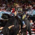 Las Vegas – Silvano Alves acaba de se tornar o segundo competidor da história da PBR a ganhar três títulos ...
