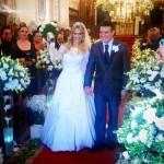 Juntos há três anos, o cantor sertanejo Bruno Belluti e a atriz Thaís Pacholek se casaram na noite de ontem (25/11) na Igreja Nossa Senhora do Brasil, no bairro do Jardim Europa, em São Paulo. Muitos artistas estiveram presentes na ...