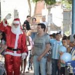 Nos dias 04 e 05 de dezembro o cantor Paulinho Reis visitou algumas escolas e fez a alegria das crianças ...