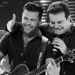 """Com oito anos de carreira como dupla, Marcos e Belutti viram seu mundo virar de cabeça para baixo com o sucesso estrondoso de """"Domingo de Manhã"""". A canção, que integra o álbum """"Acústico"""", foi a música mais tocada nas rádios ..."""
