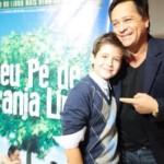 """Você conhece o João Guilherme? Então, vale a pena ficar de olho no garoto. Com apenas 12 anos de idade, o filho do cantor Leonardo irá estrelar sua primeira novela no SBT,""""Cúmplices De Um Resgate"""". A novela será um remake ..."""