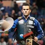 Após conquistar 89,25 pontos a bordo do touro Who Dey, Kaique Pacheco consagrou-se campeão da etapa de St. Louis, WA. ...
