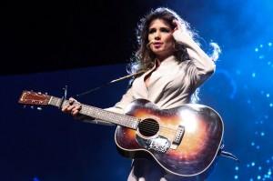 """No final de março, a cantora Paula Fernandes irá levar a turnê """"Um Ser Amor"""" para os Estados Unidos e Canadá. Essa será a terceira vez que Paula se apresenta nos Estados Unidos e a sétima turnê internacional da cantora. ..."""