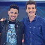 """O programa """"Hora do Faro"""" deste domingo (12) caprichou nas surpresas ao sertanejo Cristiano Araújo e levou o """"causador de ..."""