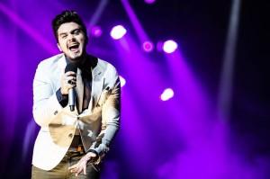 """Luan Santana foi o primeiro artista brasileiro a receber o prêmio internacional """"Play de Ouro"""", destinado aos canais que ultrapassaram um milhão de inscritos no YouTube. Em sua página oficial no Facebook, o cantor sertanejo fez questão de agradecer a ..."""