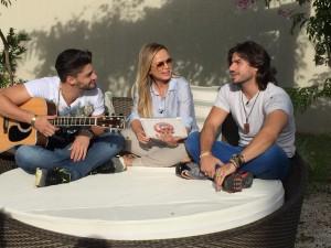 No próximo domingo (05), os fãs da dupla Munhoz e Mariano poderão conhecer um pouco mais da intimidade da dupla.A ...