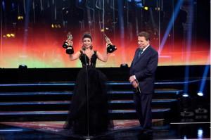 Aconteceu ontem, dia 12, a exibição da57ª edição do Troféu Imprensa.Como de costume, Silvio Santos comandou a cerimônia de escolha dos melhores de 2014, assim como a entrega dos troféus aos vencedores de 2013. A cantora Paula Fernandes foi a ...