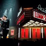 Segundo a coluna do jornalistaAncelmo Gois, do jornal O Globo, o cantor Luan Santana é o líder de vendas de ...