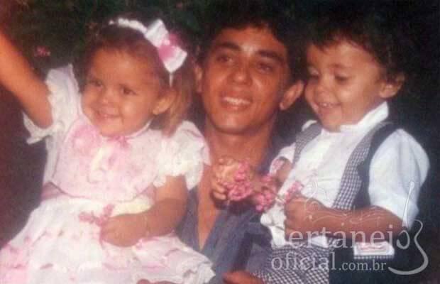 2) O pai era dono de um Barzinho e um Lava-jato. No local eram realizados alguns shows e, aos três anos de idade, Cristiano já tinha a oportunidade de escutar artistas como Bruno e Marrone tocando no quintal de casa.