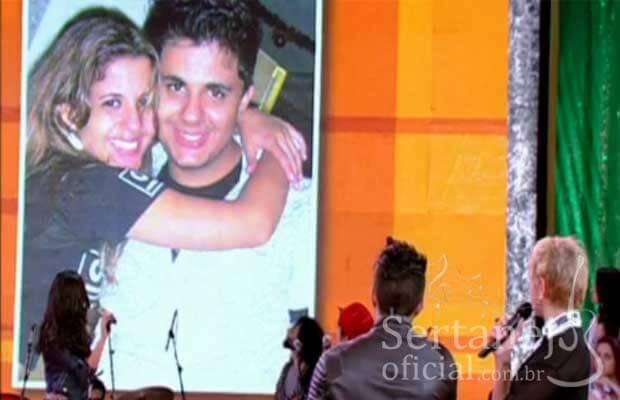 8) Cristiano tem uma irmã gêmea chamada Ana Cristina Araújo. Seu irmão mais novo, Felipe também é cantor e compositor sertanejo e faz parte de uma dupla chamada Felipe e João Pedro.