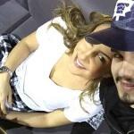 Ontem(12), Luan Santana aproveitou seu tempo livre para viajar para Miami (EUA). No aeroporto,o cantoracabou encontrando a cantora Cláudia Leitte, ...