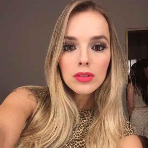 Beleza: Thaeme da dicas de maquiagem A cantora Thaeme gosta de escrever em seu blog sobre assuntos variados, muitos posts falam sobre beleza e sobre o que a cantora gosta de usar. No último fim de semana a sertaneja resolveu ...