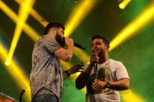Henrique e Juliano animam o carnaval de Minas Gerais