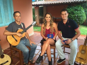 Pedro Leonardo e Aline Lima conversam com o músico que adora contar histórias com a viola e já produziu trilhas para novelas e minisséries