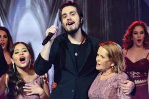 Luan Santana emociona fãs no programa Hora do Faro