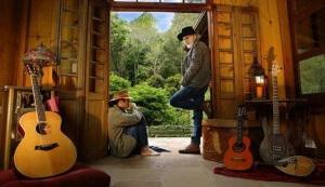 Almir Sater e Renato Teixeira levam o Grammy Latino de 'Melhor Álbum de Música de Raizes Brasileiras'