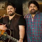Os queridos irmãos voltam ao Villa Country para gravar o DVD que relembra o melhor da música sertaneja