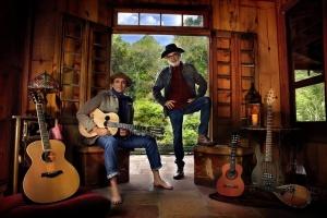 A Flor Que a Gente Assopra – CD AR Lançado no dia 11 de dezembro de 2015, o CD AR, de Almir Sater e Renato Teixeira, foi um sucesso instantâneo. Apesar de parceiros musicais e amizade de longa data, é ...