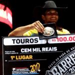 Competidor alcançou a nota 92,0 ao parar no touro Promotor, da Cia Paulo Emílio