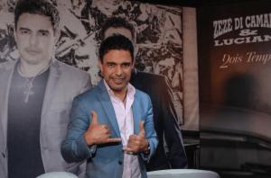 Fazendo uma média de 140 shows por ano, Zezé Di Camargo planeja diminuir o números de showsem breve. Ele não ...