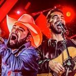 """Depois do sucesso de lançamento da nova música de trabalho""""Cê Gosta"""" na internet, os sertanejosLéo e Raphael lançam a modahoje(23), ..."""