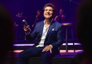 Daniel interpreta Roberto Carlos em Brotas (SP) Há alguns anos, o cantor Daniel se propôs a abrir sua agenda anual em sua terra natal, Brotas, mais especificamente no Cine São José, local onde praticamente começou sua carreira, cantando na rádio ...
