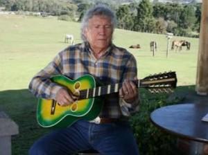 Semana que vem Tinoco completa 90 anos e nós resolvemos contar um pouco da história deste grande artista da musica sertaneja brasileira. Nascido em uma fazenda na cidade de Botucatu (SP), que hoje pertence ao município de Pratânia, em 19 ...