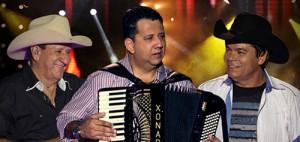 """O Trio Parada Dura gravou DVD no último mês de dezembro, em Goiânia, e a primeira canção já ficou pronta, será a nova de trabalho deles. A música se chama """"Prazer por Prazer"""", e é uma composição do Eduardo Costa ..."""