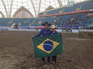 A equipe brasileira deu um show no Mundial de Três Tambores IBHF World Cup, que aconteceu na cidade de Yinchuan na China. Disputando com 22 países, o Brasil levou o título que é a honraria máxima dos Três Tambores Mundial. ...