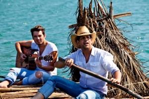 """A dupla sertaneja Fernando e Sorocaba lançou nesta segunda-feira (25/11) a sua nova música de trabalho. """"Gaveta"""" foi música escolhida pela dupla, junto com a canção foi divulgado um clipe que pode ser assistido abaixo. O vídeo, que foi dirigido ..."""