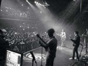 No último final de semana Paula Fernandes encerrou sua segunda turnê pela Europa. O último show aconteceu em Londres com um público presente em sua maioria de brasileiros. Paula contou que ficou surpresa com quantidade de fãs que encontrou e ...