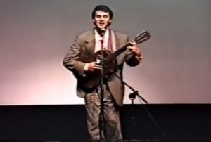 "Almir Sater com sua viola de dez cordas e o saudoso maestro Zé Gomes tocando o sucesso ""Rasta Bonito"" de Almir Sater e Renato Teixeira. Projeto Pantanal Alerta Brasil, maio de 1988."
