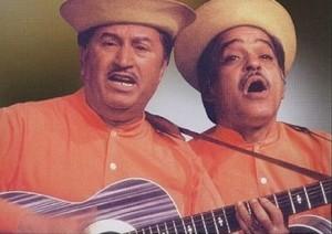 """""""Desafio"""" – Alvarenga e Ranchinho tocando esse repente gostoso, muita música de raiz…A dupla adotou a paródia e a sátira política como sua marca registrada, vale conferir!"""
