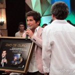 """No último sábado, durante o programa """"Altas Horas"""" da Globo, o cantor Daniel recebeu da Sony Music o DVD de ..."""