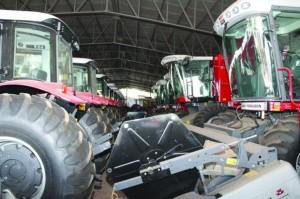 As vendas internas de máquinas agrícolas no atacado somaram 6.153 unidades em maio, volume que representa alta de 1,4% na comparação com abril e recuo de 17,7% na comparação com maio de 2013, divulgou nesta quinta, dia 05, a Associação ...