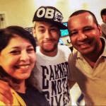 Segundo o jornal Extra, a cantora Roberta Miranda foi até o Guarujá nesta quarta-feira, dia 09, para fazer uma visita ...