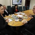 A ministra Kátia Abreu (Agricultura, Pecuária e Abastecimento) recebeu nesta quarta-feira (25) o presidente da Agência Brasileira de Exportações e ...