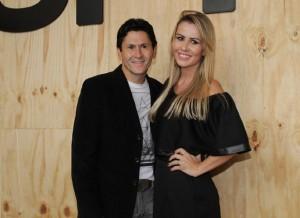 O cantor Gian e sua esposa, a blogueira de moda Tati Moreno, estiveram presentes noSão Paulo Fashion Week (SPFW) nos dias 13 e 14 de abril. Em entrevista ao portal UOL, o cantor manifestou o interesse em voltar a conversar ...