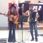 Paula Fernandes se disfarça para cantar em shopping A cantora Paula Fernandes gravou, na última semana, um quadro para o ...