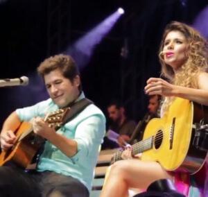 Paula Fernandes e Daniel fazem dueto inédito em Porto Alegre (RS) A cantora Paula Fernandes e o cantor Daniel, surpreenderam ...