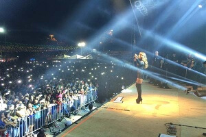 Paula Fernandes prepara show especial para São João e se diverte com o público