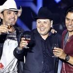 Acústico 20 Anos –Guilherme eSantiago Uma das melhores duplas dosertanejo,Guilherme eSantiago, lançou nesta semana um DVD em comemoração aos 20 ...